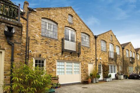 Choumert Mews, London, SE15. 2 bedroom terraced house