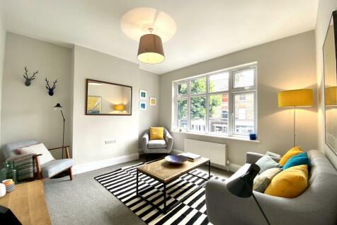 Grove Vale, London, SE22. 2 bedroom flat