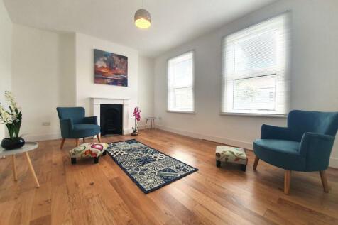 St. Francis Road, London, SE22. 1 bedroom flat