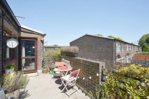 Deventer Crescent, East Dulwich, London, SE22. 1 bedroom flat