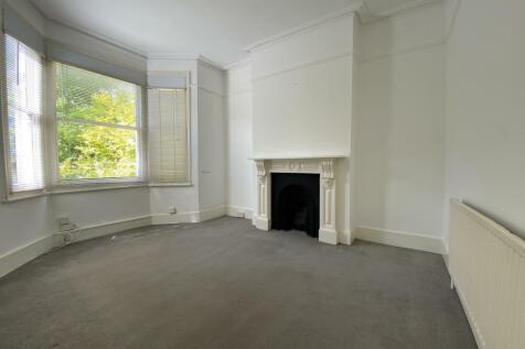Dunstans Road, London, SE22. 2 bedroom flat