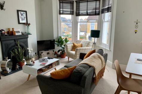 Marsden Road, Peckham Rye, London, SE15. 2 bedroom flat for sale