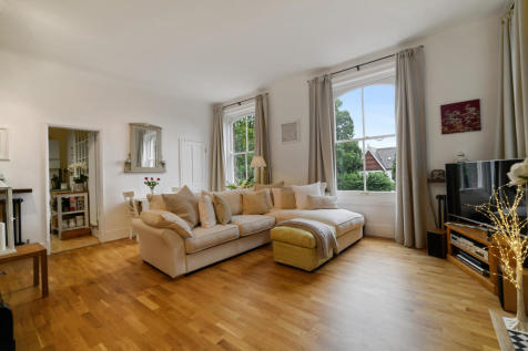 Kidbrooke Park Road, Blackheath, London, SE3. 1 bedroom flat for sale
