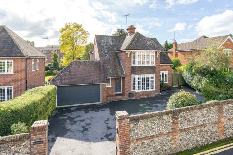 Badgemore Lane, Henley-on-Thames, Oxfordshire, RG9. 5 bedroom detached house for sale