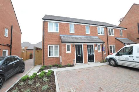 Shakespeare Close, St Albans, AL4. 2 bedroom terraced house
