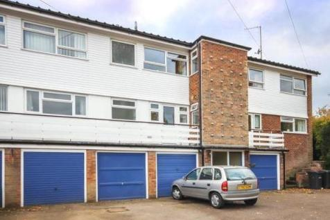 The Firs, Marquis Lane, Harpenden, AL5. 2 bedroom flat