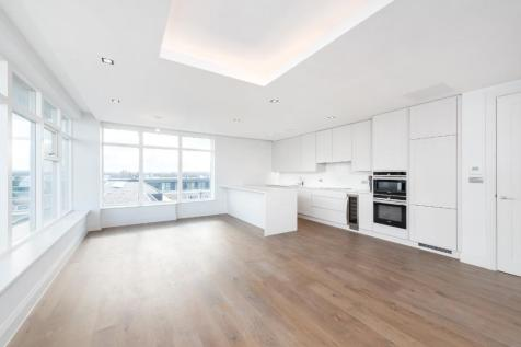 Chiswick Gate, Burlington Lane, London, W4. 3 bedroom apartment