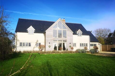Bay Road, Gillingham, Dorset, SP8. 6 bedroom detached house