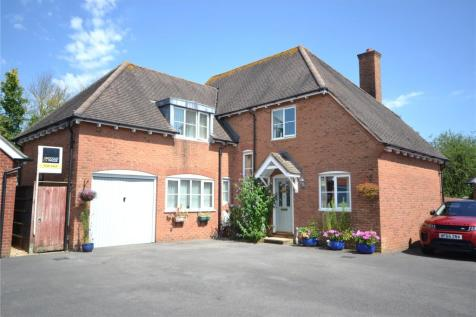 Melstock Road, Gillingham, SP8. 4 bedroom detached house