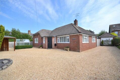 The Street, Motcombe, Shaftesbury, SP7. 3 bedroom bungalow
