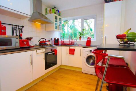 Woolaston Avenue, Lakeside, Cardiff. 2 bedroom flat