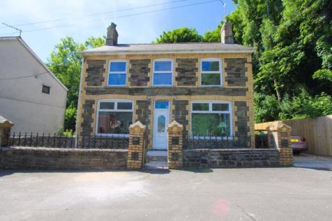 The Square, Glan Y Nant, Pengam Near Bargoed. 3 bedroom detached house