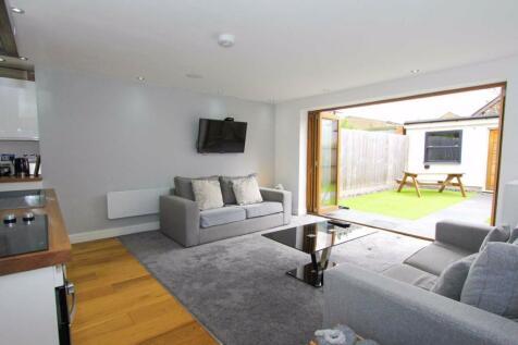Victoria Apartments, Lionel Road, Cardiff. 1 bedroom flat