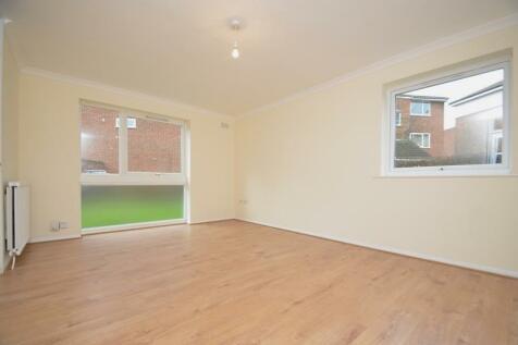 Cranston Close, Ickenham, UB10. 2 bedroom apartment