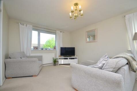 Aylsham Drive, Ickenham, UB10. 2 bedroom apartment