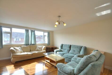 Crosier Road, Ickenham, Middlesex, UB10. 3 bedroom town house