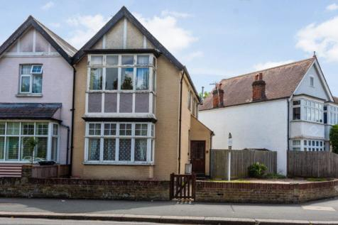 Vicarage Road, Hampton Wick, Kingston upon Thames. 3 bedroom semi-detached house for sale