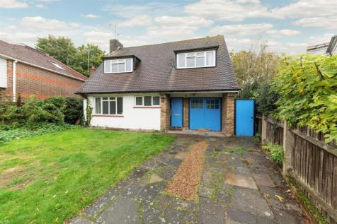 Monmouth Avenue, Kingston upon Thames. 3 bedroom detached house for sale
