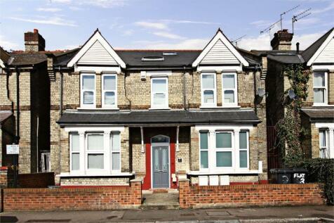 Hastings Road, W13. 3 bedroom flat