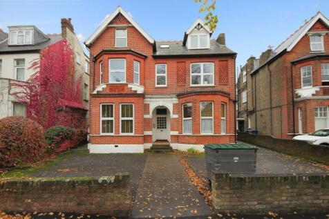 Madeley Road, London. 2 bedroom flat