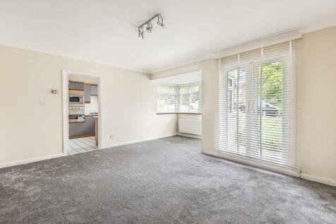 Hollyoak, Eastbury Avenue, Northwood. 3 bedroom flat