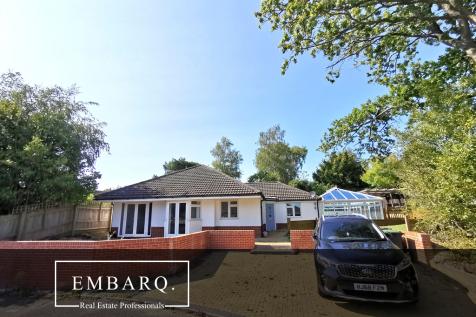 Albert Road, Broadstone, Corfe Mullen, Wimborne, Dorset, BH21. 4 bedroom detached bungalow