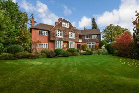 Charters Road, Ascot, Berkshire, SL5. 3 bedroom ground floor flat