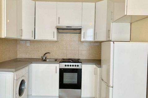 Clarence Road, Ponders End, Enfield, EN3. 2 bedroom flat