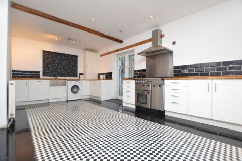 Perry Hill Catford SE6. 4 bedroom detached house