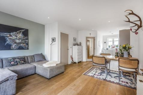 Crystal Palace Road East Dulwich SE22. 2 bedroom flat