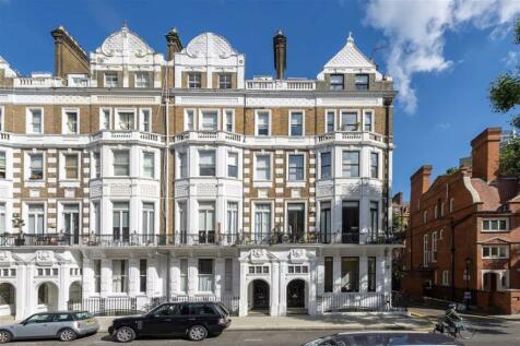 Harrington Gardens, South Kensington. 1 bedroom flat