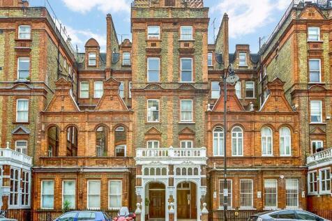 Harrington Gardens, South Kensington. 3 bedroom flat