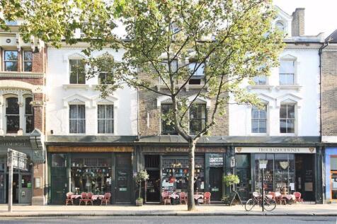 Old Brompton Road, South Kensington. Studio flat