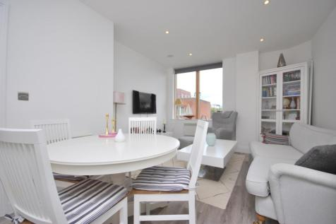 Elmfield Road Bromley BR1. 1 bedroom flat