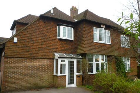 Moat Road, East Grinstead, West Sussex. 3 bedroom maisonette