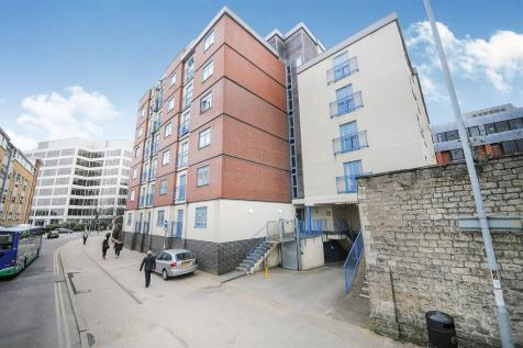 Wellington Street, SWINDON. 2 bedroom flat