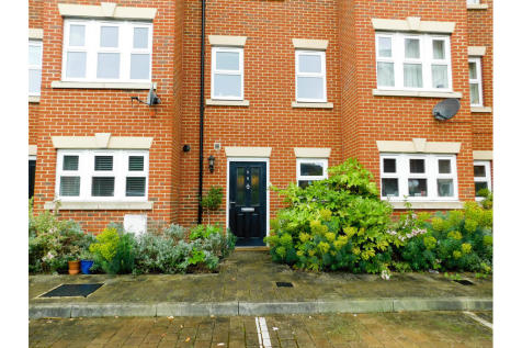 Smiles Place, Maybury Hill, Woking. 1 bedroom house share