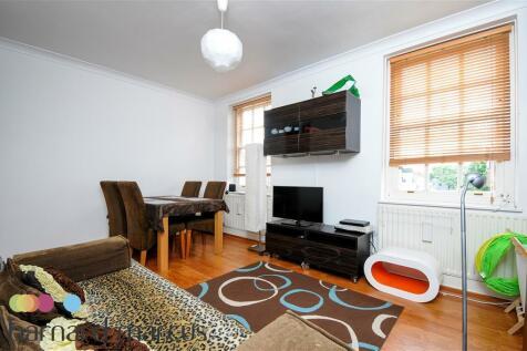 Riverside Gardens, Hammersmith. 2 bedroom flat