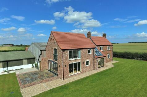 Sproatley Road, Preston, Hull. 4 bedroom detached house for sale