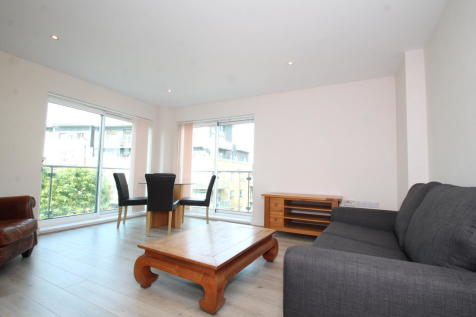 Cherrywood Lodge, Hither Green, SE13. 2 bedroom apartment