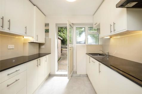 Sutton Court Road, Chiswick, London, W4. 2 bedroom flat