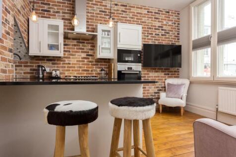 University Mansions, Lower Richmond Road, London, SW15. 2 bedroom flat
