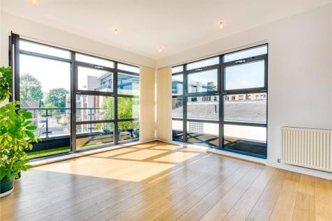 Stafford House, 9 Scott Avenue, London, SW15. 2 bedroom flat