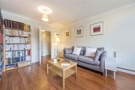 Radcliffe Square, Putney, London, SW15. 2 bedroom flat
