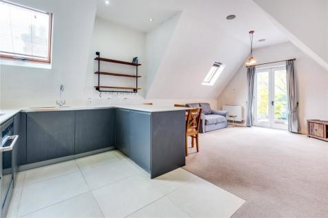 Downe House, 88 West Hill, SW15. 1 bedroom flat