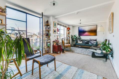 Bowling Green Lane, EC1R 0BD. 3 bedroom apartment
