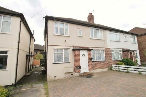 Windsor Close, Northwood, Middlesex. 2 bedroom flat
