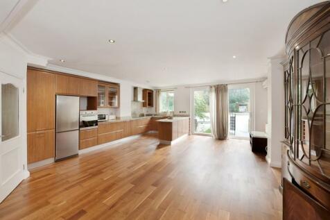 Warwick Gardens, Earls Court, W14. 3 bedroom flat