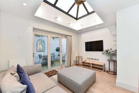 First Street, Chelsea, SW3. 3 bedroom house