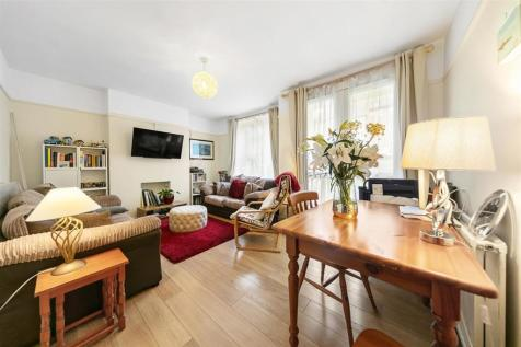 Whitnell Way, SW15. 2 bedroom flat